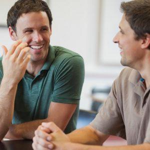 Лучший способ перестать злиться на коллегу по работе — поговорить по душам